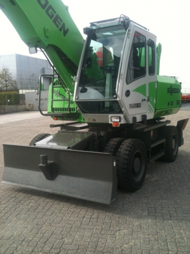 Sennebogen 818 Material Handler photo